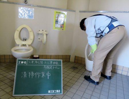 ▲トイレは老若男女、誰にでも公平対応。みんなが気持ちよく使えるよう、社長も熱心に掃除に励みます
