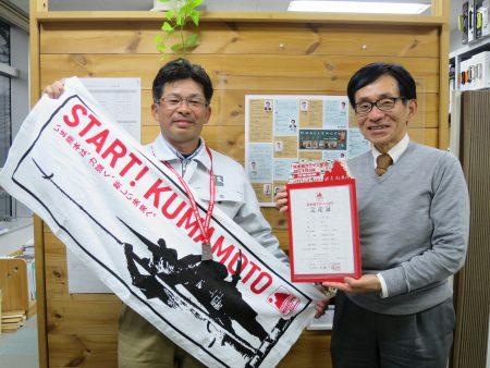 ▲熊本城マラソン覇者の証! 完走証とメダル、記念品のタオルです(走ったのは社長ではありませんよ)