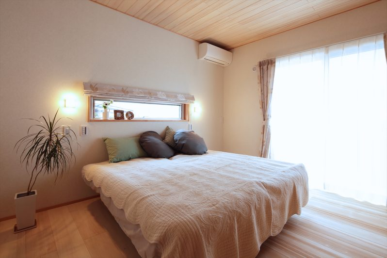 イメージ:寝室の床、天井も空気の浄化・調湿・消臭作用があるモミの木です。