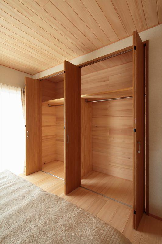 イメージ:納戸やクローゼット内もモミの木仕上げ