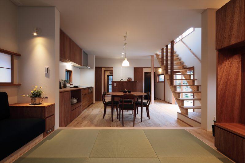 イメージ:室内は木をふんだんに使い、落ち着いた雰囲気に