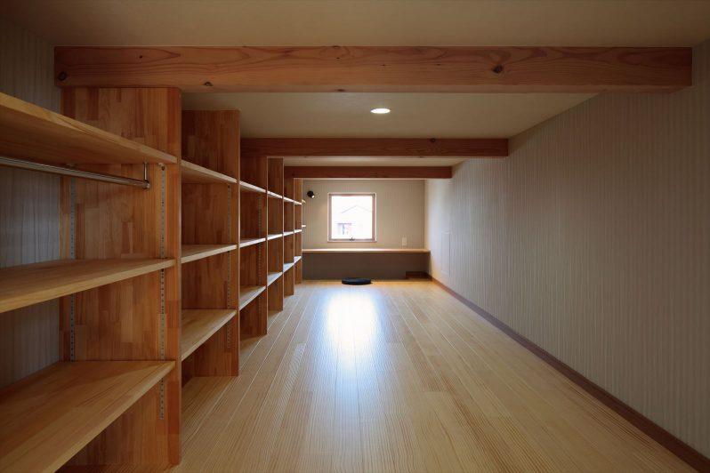 イメージ:広いロフトの奥は寛ぎの書斎