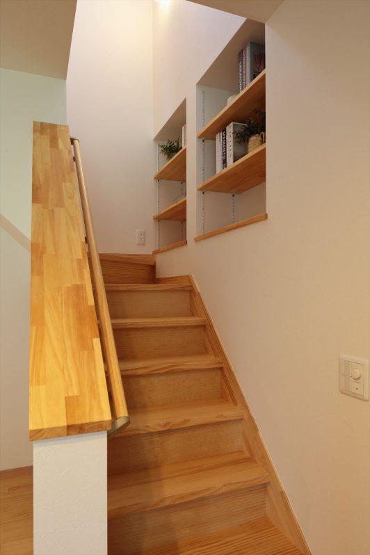 イメージ:階段に本棚を設置